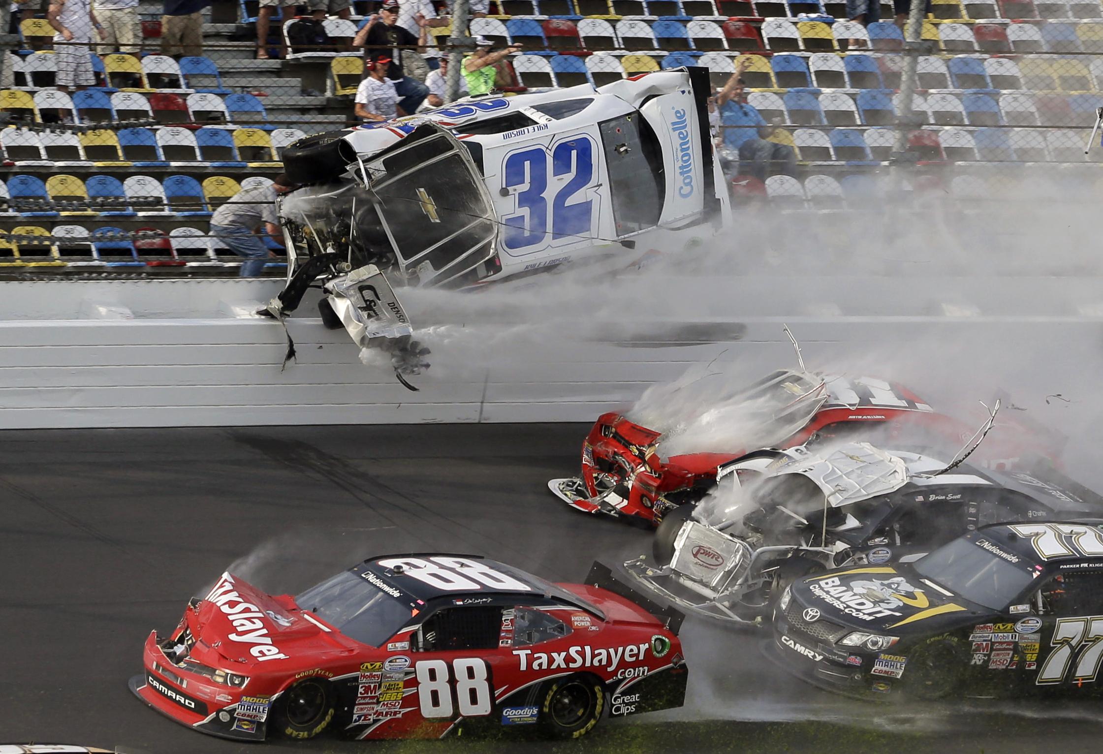 Fans Hurt As Daytona Crash Sends Debris Into Stands The Daily Gazette