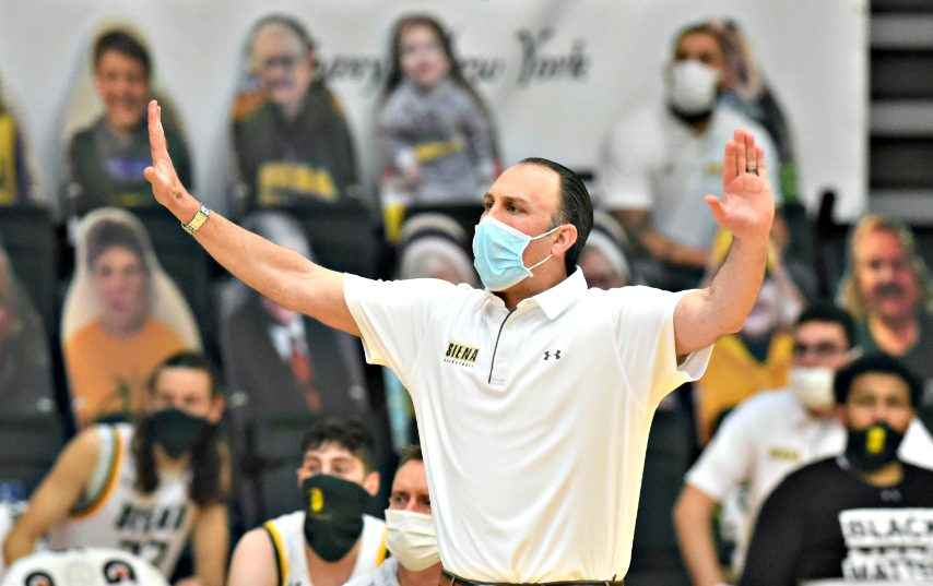 Siena men's basketball completes sweep of Manhattan