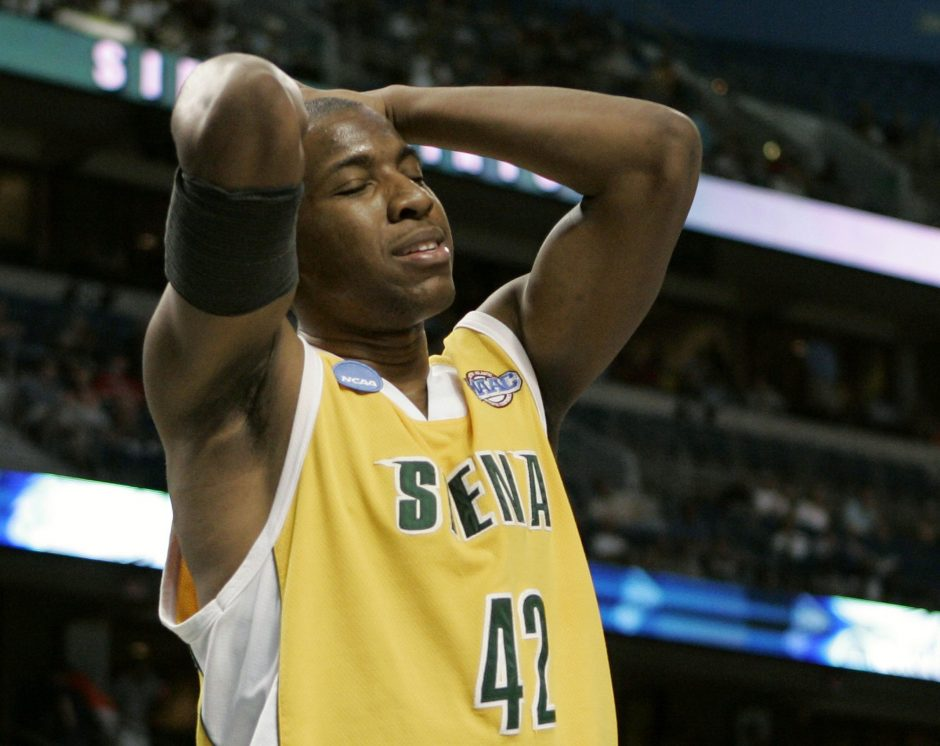 Siena's Alex Franklin reacts during the Saints' game against Villanova Sunday in Tampa, Fla.