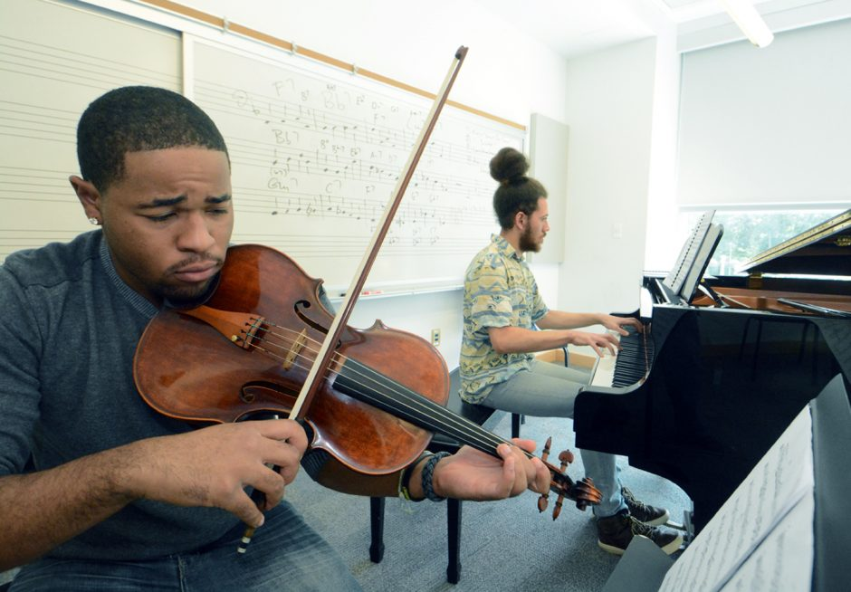 "Drew Forde on viola and Liam Wooding on piano rehearse Schumann's ""Fairy Tale"" at Skidmore."