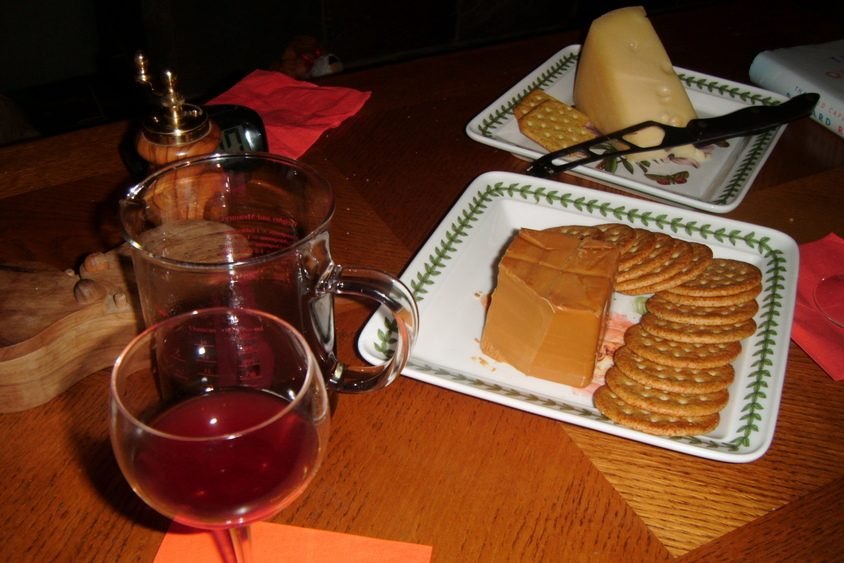 What's better with glogg than some Norwegian cheeses?
