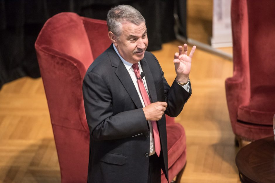 New York Times columnist Thomas Friedman speaks at Union College on Friday.