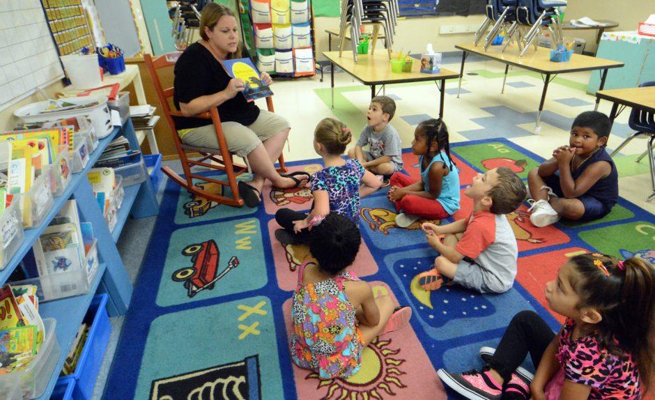 Hamilton Elementary kindergarten teacher Alissa Graham reads short story during orientation for kindergarten students in 2014.