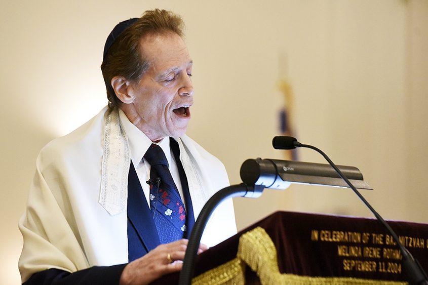 Rabbi Kenneth Blatt speaks during a prayer service Nov. 4 at Congregation Shaara Tfille.