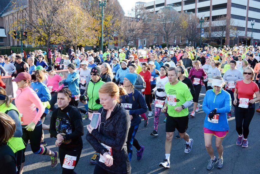 Runners head down State Street at the start of the 2015 MVP Stockade-athon 15k.