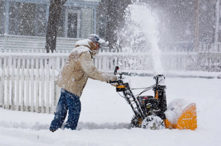 Heavy snow still falling in Saratoga, as residents begin to clean their driveways and sidewalks.