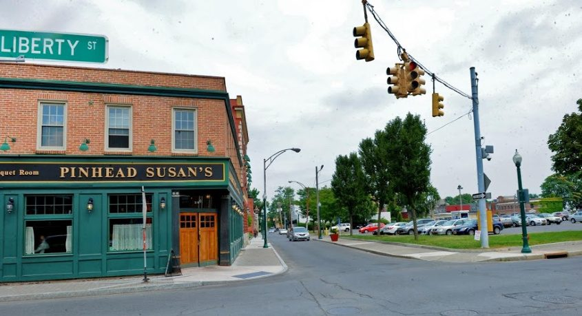 The front entrance to Pinhead Susan's Irish pub is shown.