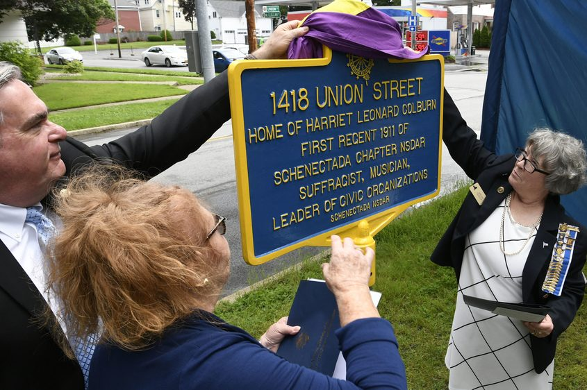 Mayor Gary McCarthy, Chaplain Barbara Buckley, left, and Nancy Zwestsch unveil a marker on Union Street.