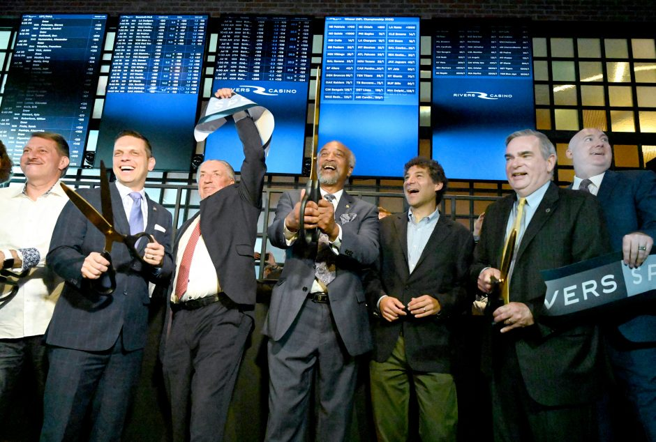Sports betting in New York began on Tuesday morning with the first of four upstate casinos official approval from the state.