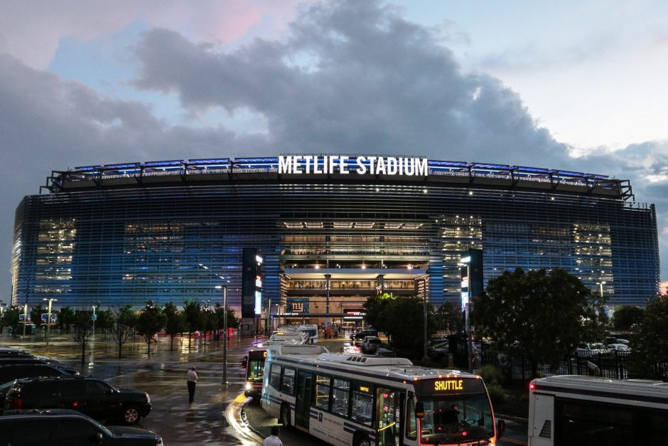MetLife Stadium will see the battle of bad New York football teams Sunday when the Jets host the Giants.