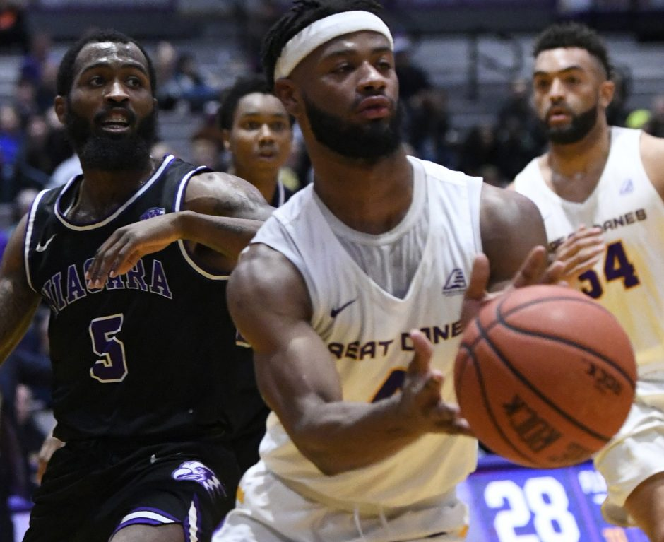 Ahmad Clark had 18 points in UAlbany's 72-70 loss to Monmouth on Saturday.
