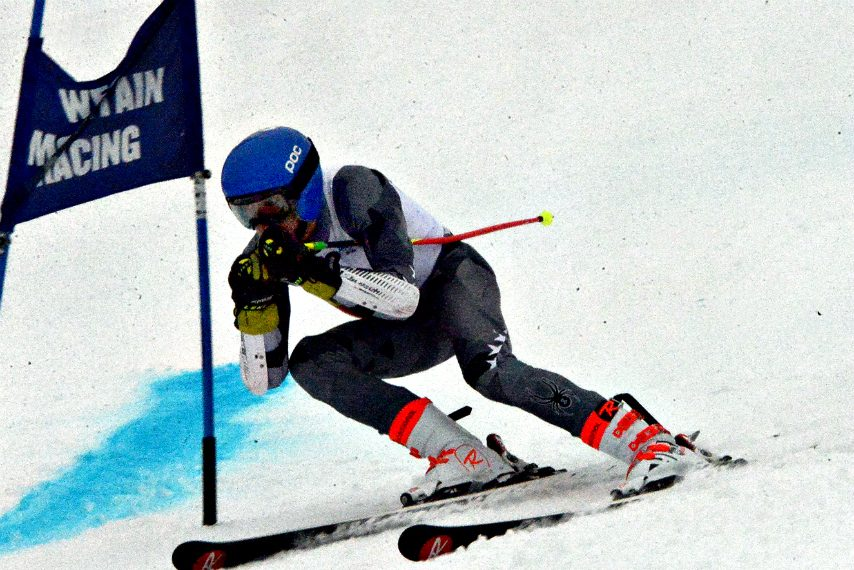 Tyler Munter's second-place finish in the giant slalom helped Saratoga Springs win the boys' team title.