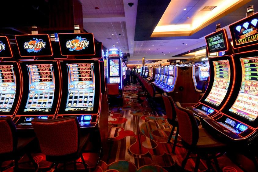 Police: Halfmoon man punched Rivers Casino slot machine in Schenectady,  faces felony | The Daily Gazette