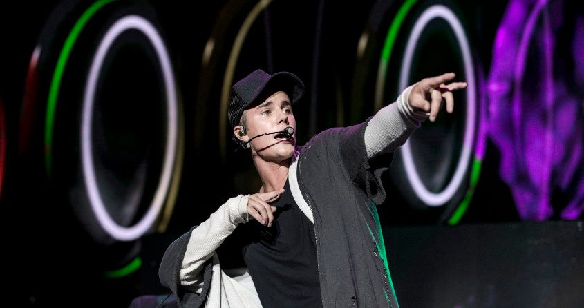 Justin Bieber performs during the Billboard Hot 100 Music Festival in 2015