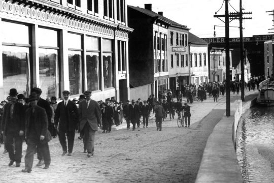 "People can still ""walk the curve"" from the General Electric Co., but the Erie Canal is long gone. So are the people, seen walking toward State Street around the early 1920s. Cap Scrap loves this routine shot from the past ... that can prompt major interest today."