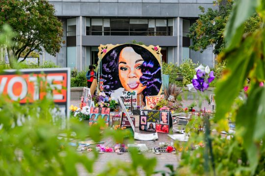 A memorial in Louisville, Ky., Sept. 23, 2020, with a portrait of Breonna Taylor. (Xavier Burrell/The New York Times)