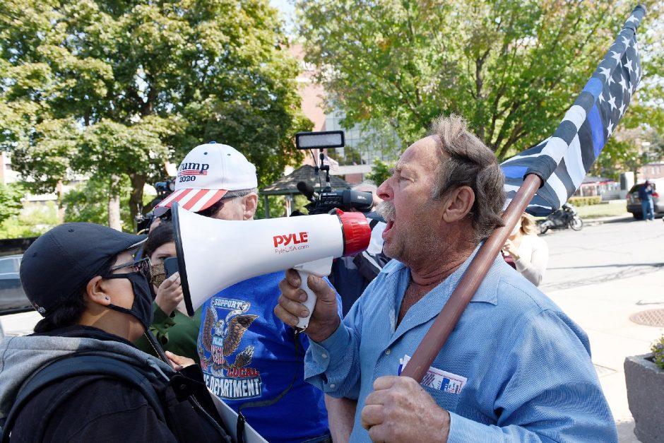 092320_SchenCourtProtest_EM-07.jpg