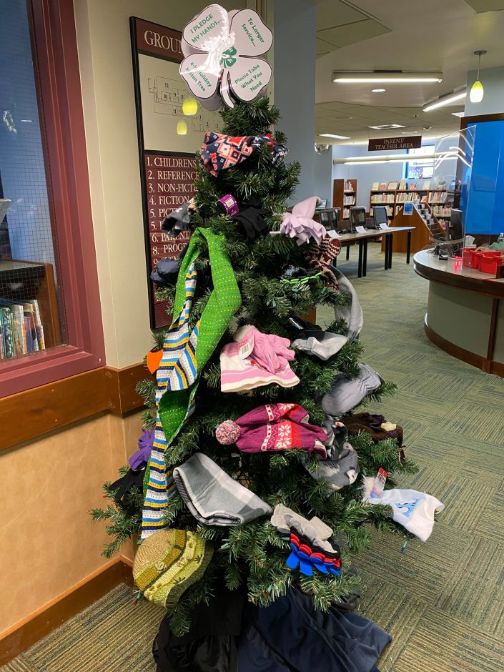 The 4-H Holiday Mitten Tree
