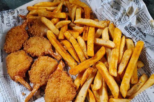 Fried shrimp dinner from Off the Hook Fish Fry. (Caroline Lee)