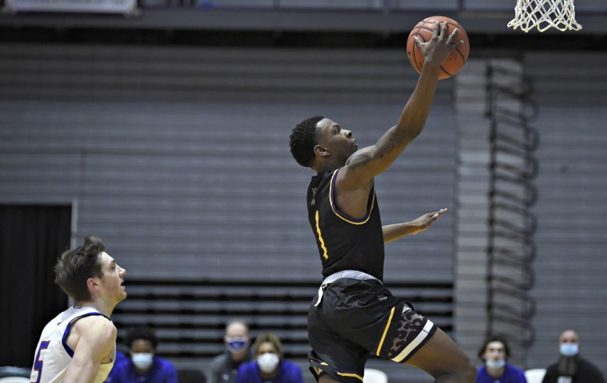 UAlbany's Will Amica takes a layup during Saturday's game. (Kathleen Helman/UAlbany Athletics)
