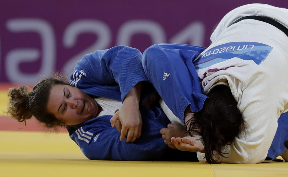 Yuliana Bolivar of Peru, right, fights for the bronze medal against Nina Cutro-Kelly of the United States in the women's +78kg judo match at the Pan American Games in Lima Peru, Sunday, Aug.11, 2019. (AP Photo/Silvia Izquierdo)