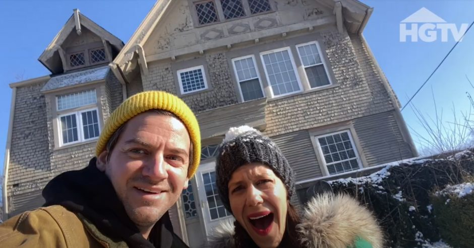 """HGTV's """"Cheap Old Houses"""" is hosted by Ethan and Elizabeth Finkelstein. (Screenshot from series)"""