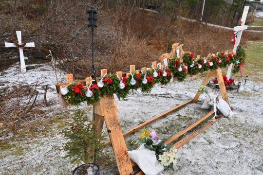 MARC SCHULTZ/GAZETTE PHOTOGRAPHER Schoharie limo accident memorial site on Route 30A.
