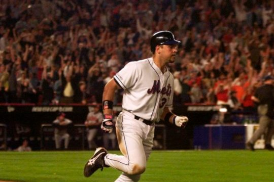 Mike Piazza rounds the bases on his two-run home run in the eighth inning against the Atlanta Braves Sept. 21, 2001